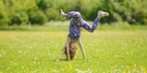 как научить ребенка делать колесо